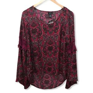 💥BOGO {Rue 21} NWT Bell Sleeve Paisley Top